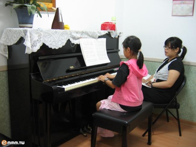 佳音琴行-钢琴教学